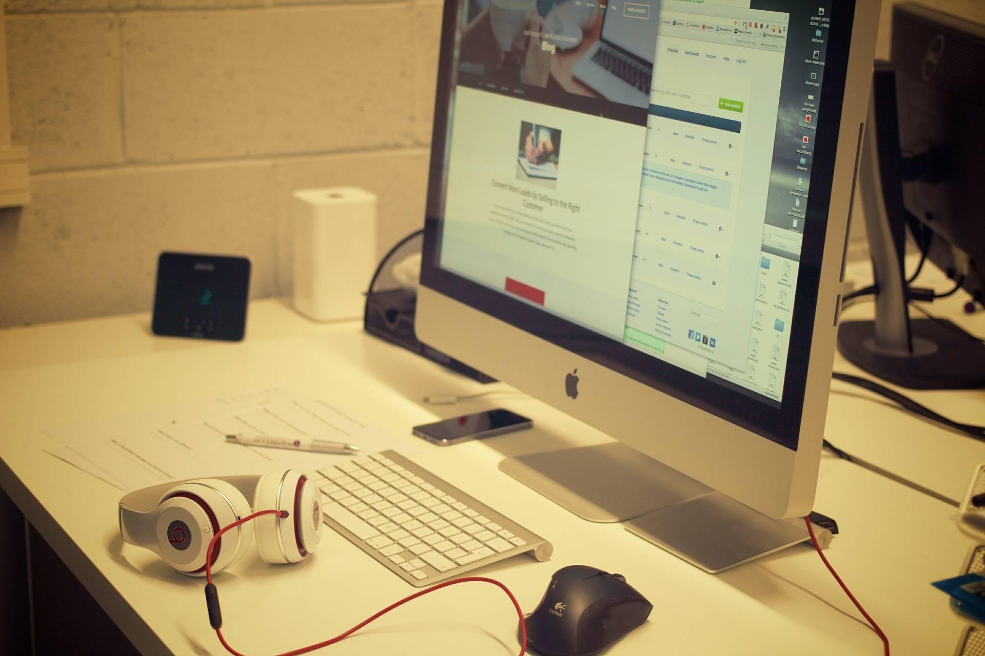 Internet les salari s passent une heure par jour for Bureau youtubeur