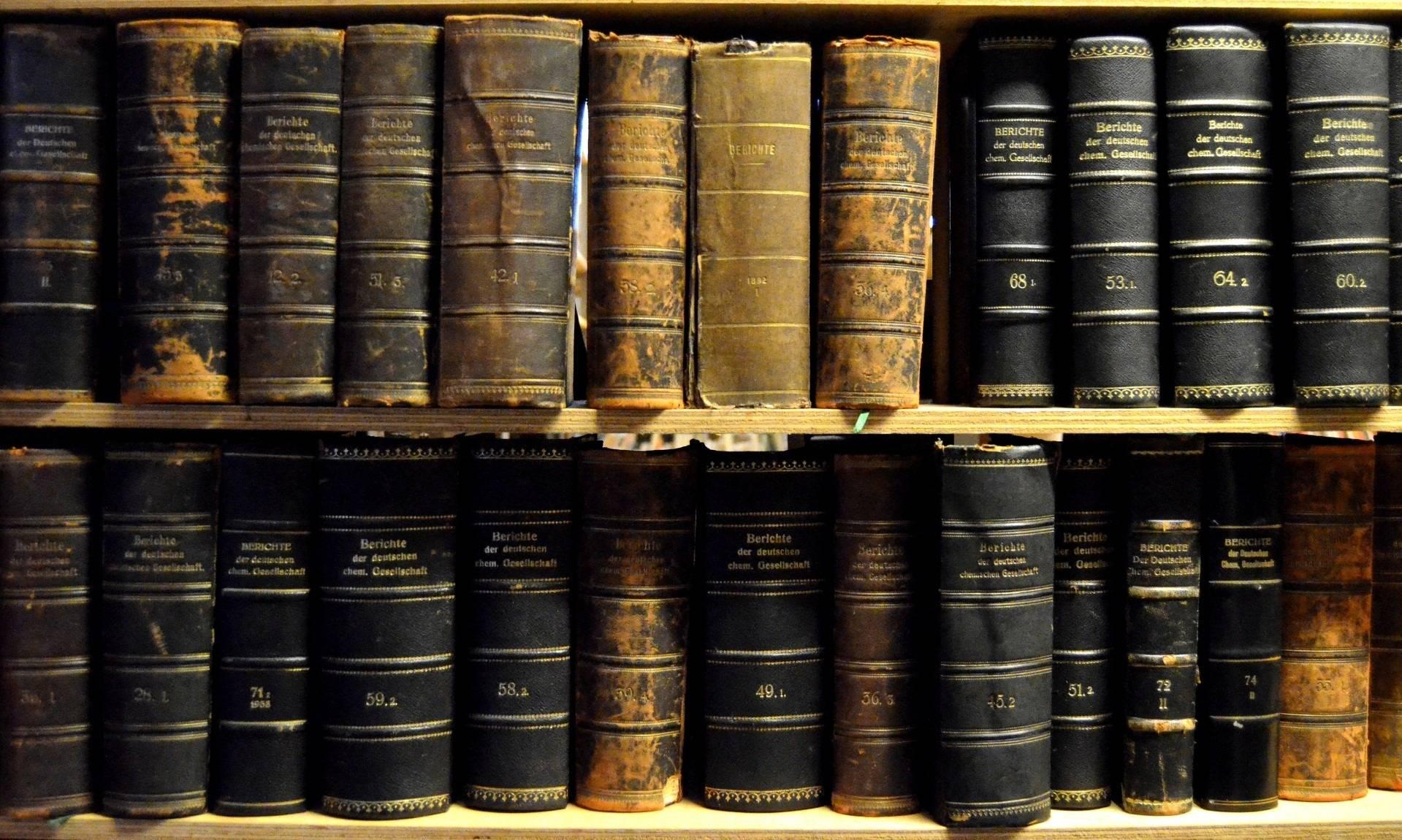 Elle Tente De Revendre Des Livres Anciens Voles A La
