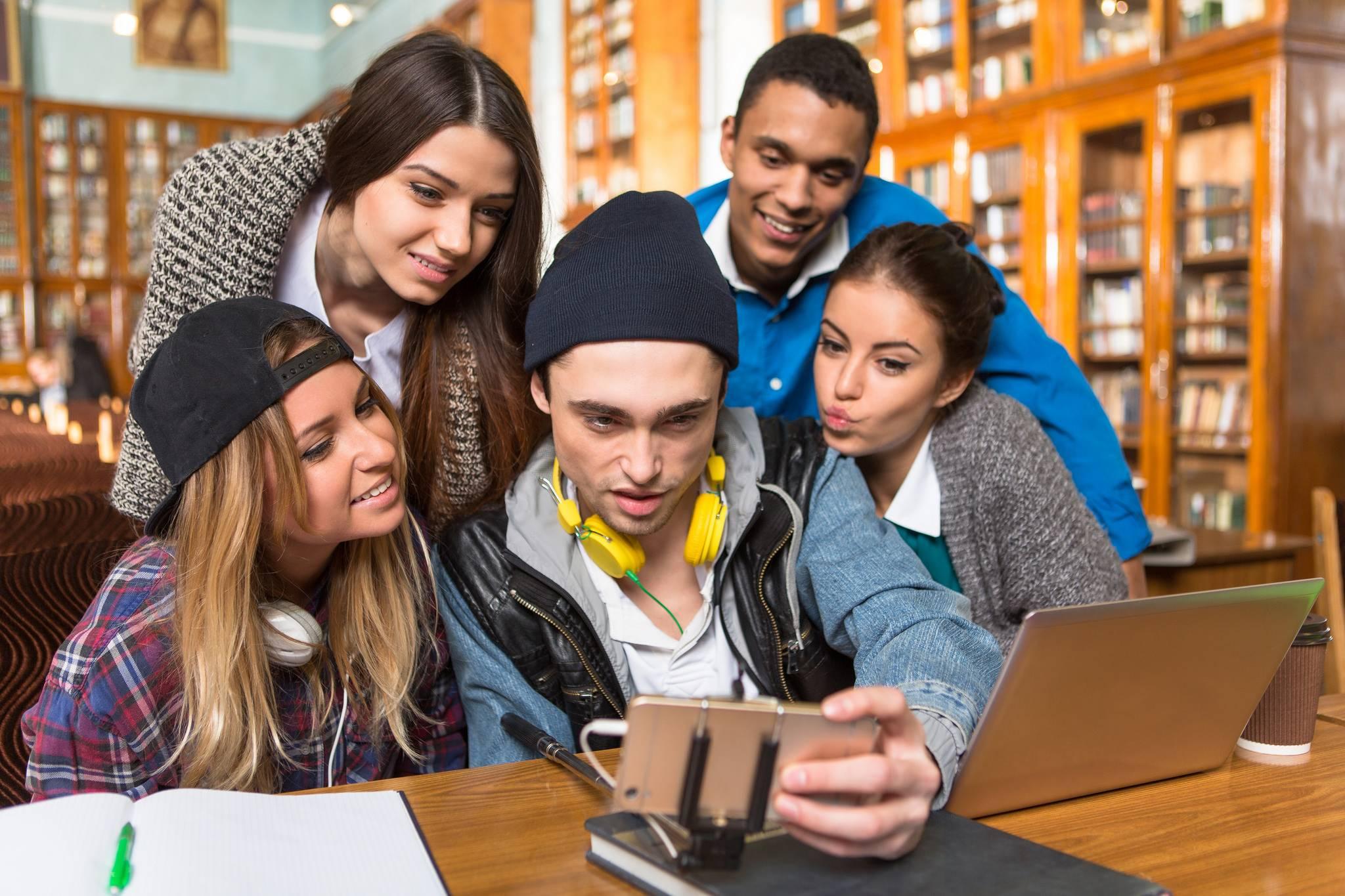 adolescents-smartphone