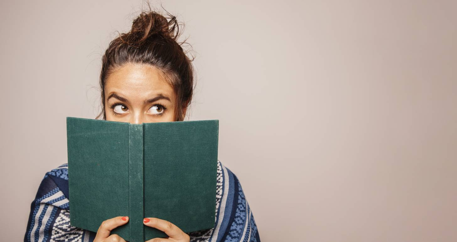 femme-livre-bibliothecaire