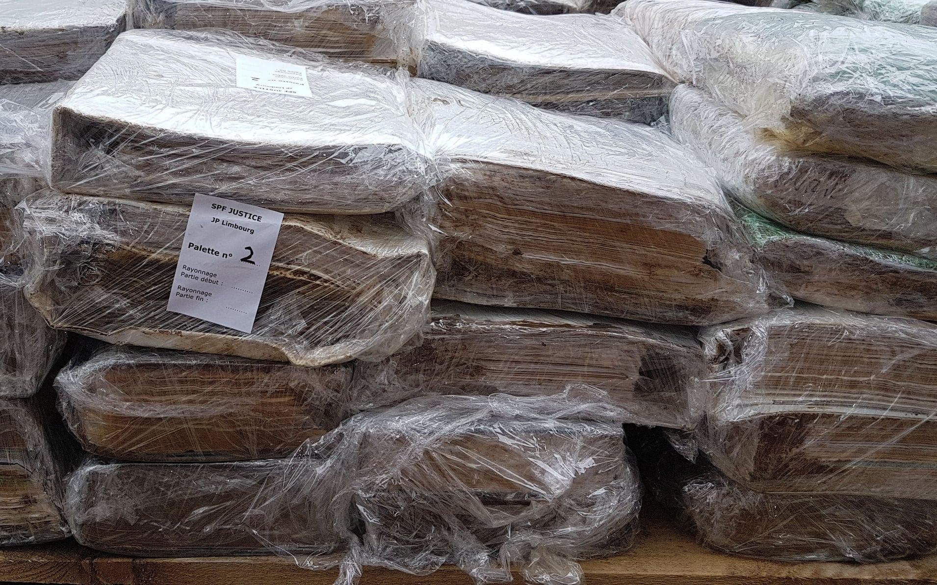 Belgique : des congélateurs industriels et de séchage naturel pour les archives dégradées par les inondations