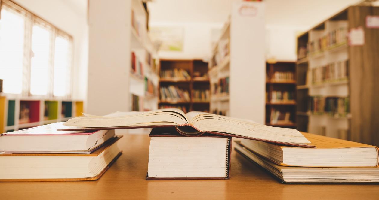 bibliotheque-livre-ouvert-education