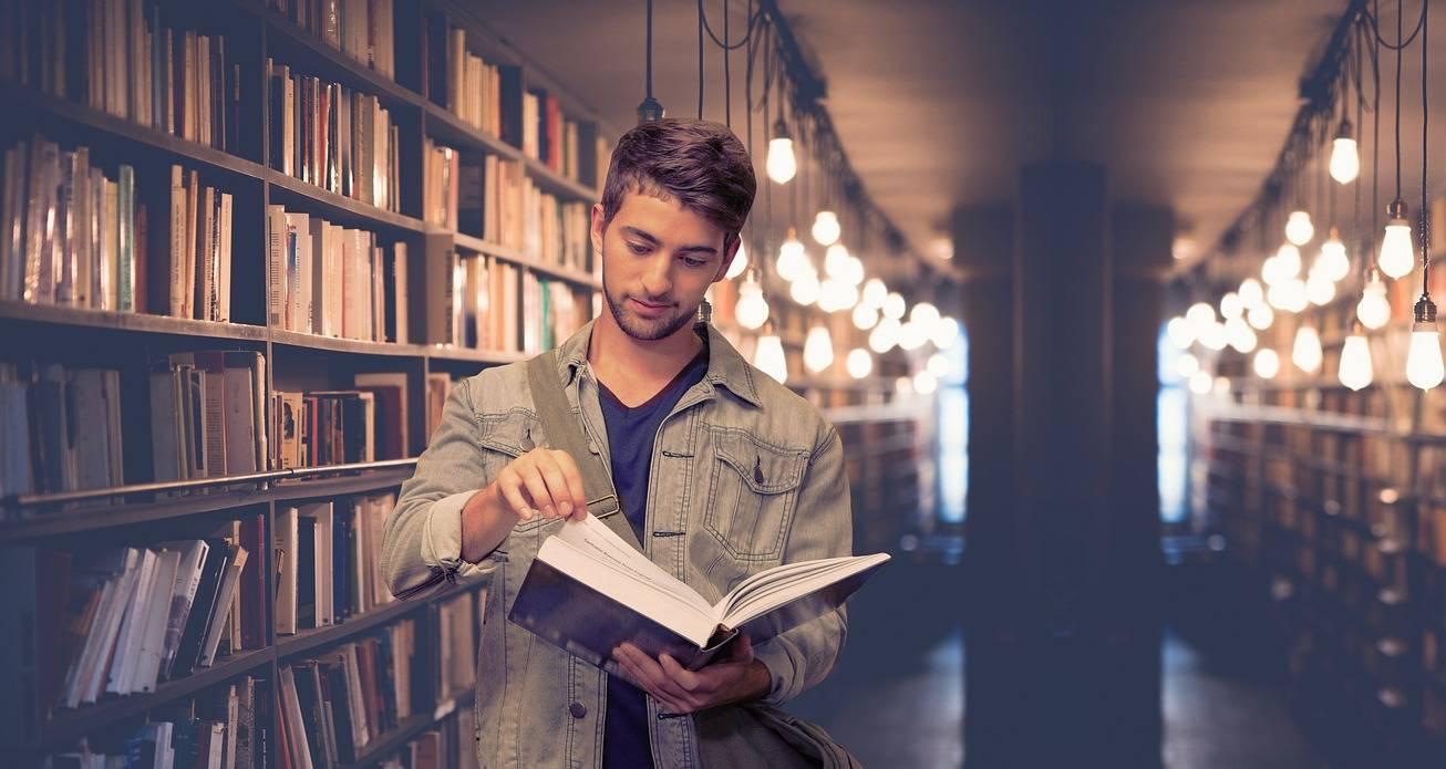 etudiant-bibliotheque-universite