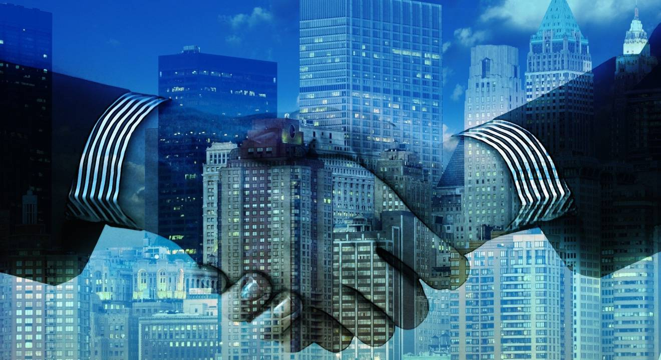 partenariat-main-technologie