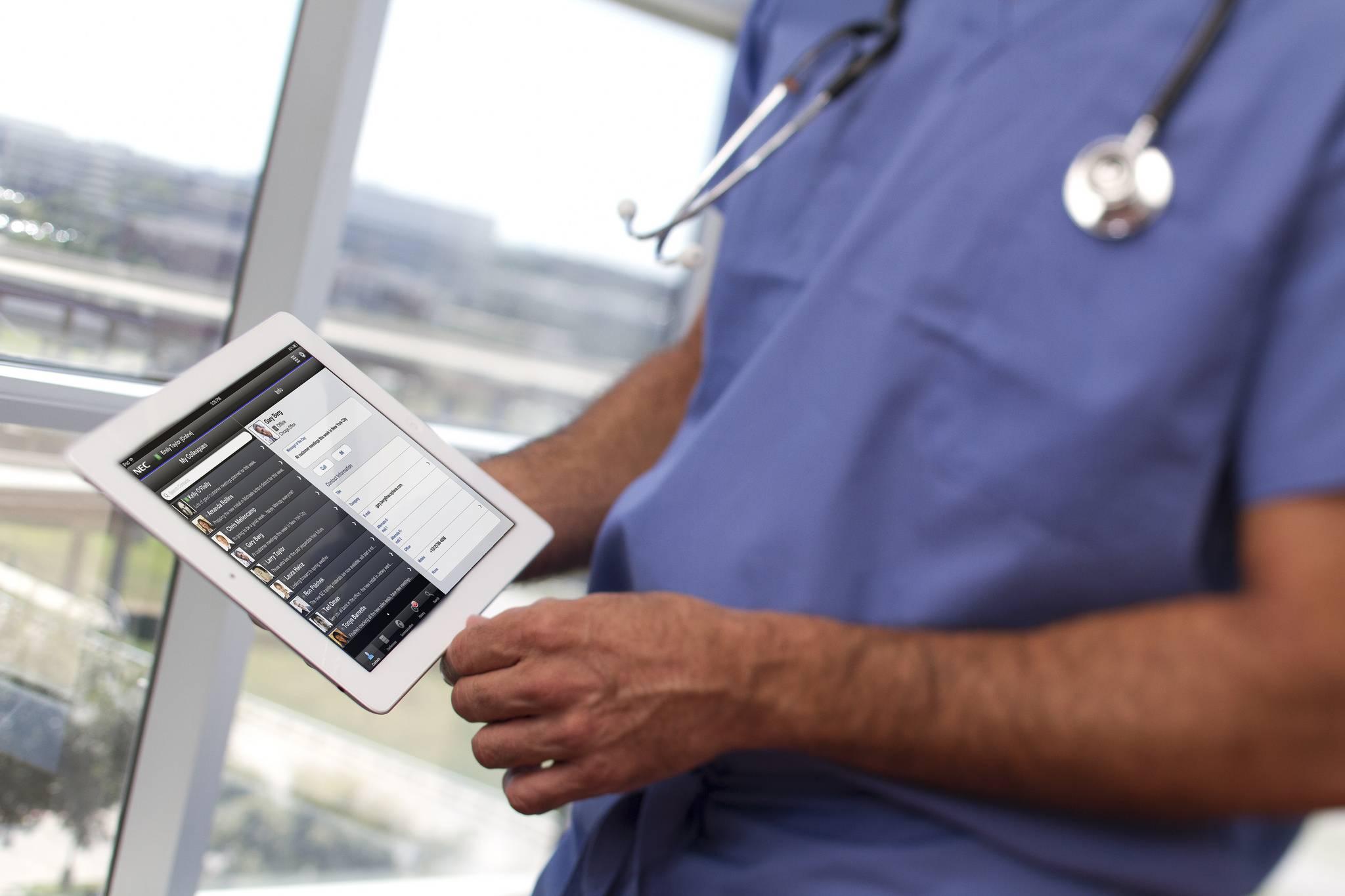 hopital-tablette-medecin