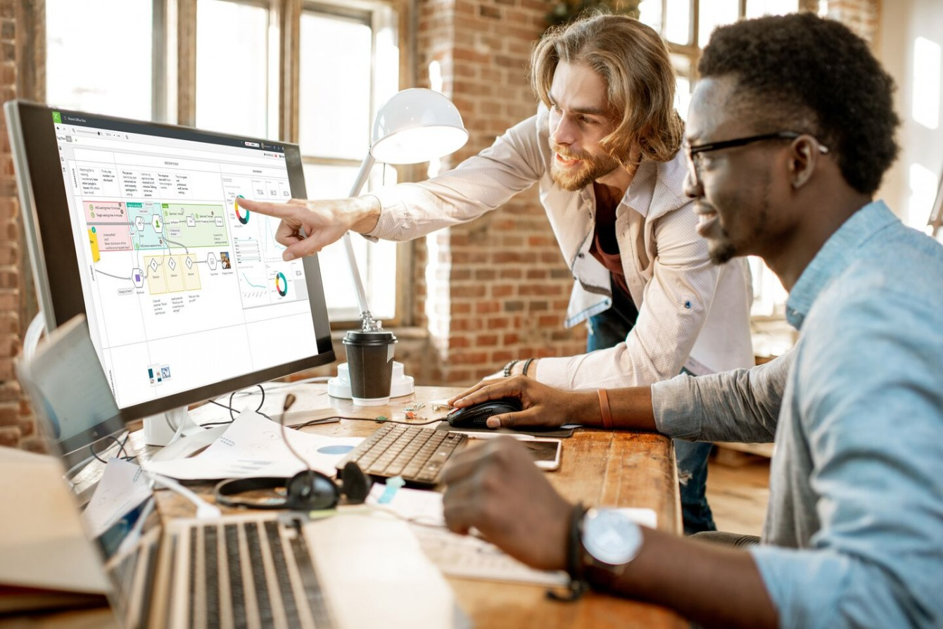 professionnels-travail-ordinateur-collaboratif-ccm