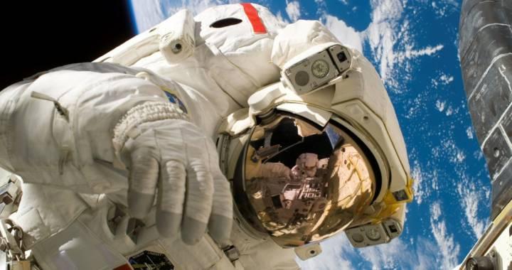 Une image libre de droit d'astronaute. 35 000 photographies et vidéos sont consultables gratuitement et simplement sur les nouveaux sites dédiés du CNRS. (CC)