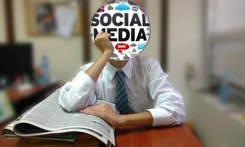 """un homme dont la tête est une bulle """"social media"""""""