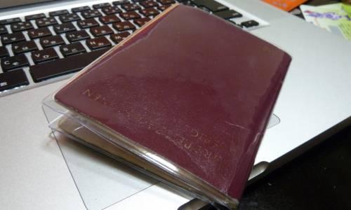 La copie d'actes d'état civil est requise pour établir un passeport (Karl Baron / Flickr)